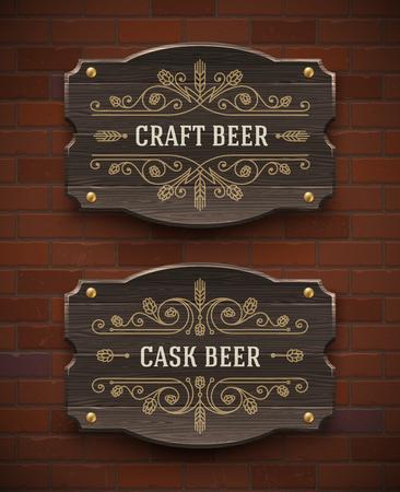 signboards: letreros de madera vieja con broche de oro el emblema de la cerveza artesanal - ilustraci�n vectorial