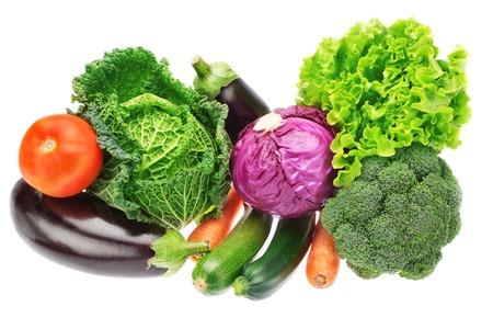 verduras: Un conjunto de vehículos coloridos de la col, el brócoli, el calabacín y la lechuga en un fondo blanco