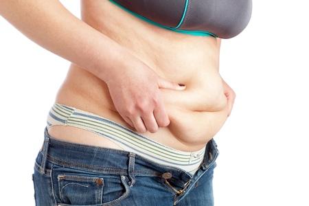 pancia grassa: Donna grassa misurazione della pancia strato di grasso su uno sfondo bianco Archivio Fotografico
