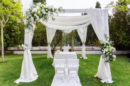 venue: Silk tent for the wedding ceremony for the newlyweds. The garden in the countryside.
