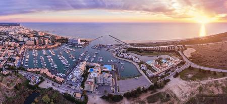 Antenne. Panorama vom Himmel, Ferienort Vilamoura. Algarve Portugal Standard-Bild