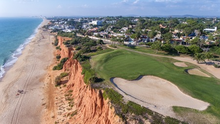 View from the sky at the golf courses in the tourist town Vale de Lobo. Vilamoura. Foto de archivo - 114177122