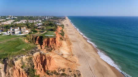 Aerial. View from the sky at the golf courses in the tourist town Vale de Lobo. Vilamoura. 免版税图像