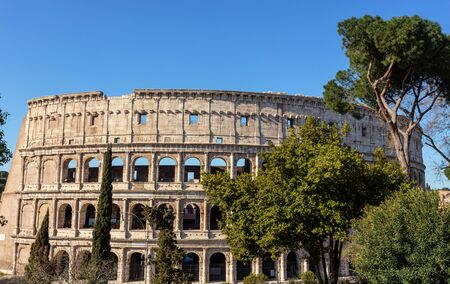 Ancient Italian monument of the Colosseum in Rome. View from the park. Imagens