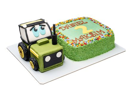 Decorative cake tractor for boys for his birthday.