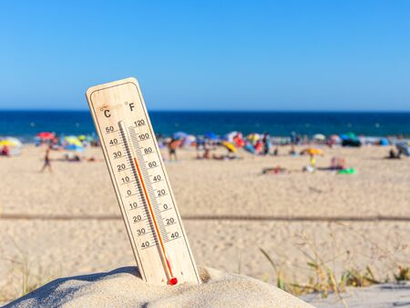 Thermometer for the temperature on the beach, in the summer in the heat. Global warming 免版税图像