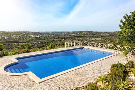 Modern luxurious pool, with beautiful views and greenery, for tourists at the hotel. Banco de Imagens