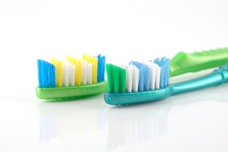 ホワイト上の 2 つの歯ブラシ 写真素材
