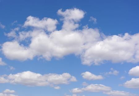 美しい青い空と雲