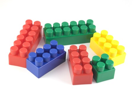 Kleurcomponenten van meccano kind over wit Stockfoto