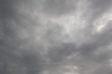美しい劇的な空の雲、空気の性質