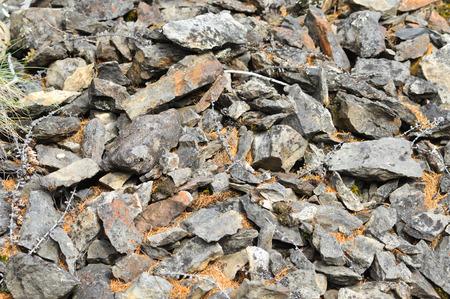 talus: Foto textura afilados fragmentos de rocas de piedra astr�galo en Yakutia Foto de archivo