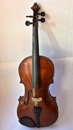 chiave di violino: Vecchio violino. Vecchio violino, copia di Majini fatto Sassonia, nel 19 ° secolo.