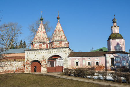 Russian Orthodox churches and monasteries. Cathedrals in early spring in the Vladimir region of Russia. 免版税图像