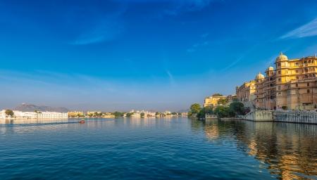 jezior: Udaipur view India, Rajasthan, Pichola jezioro