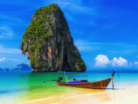 Thaïlande océan paysage plage vue exotique et traditionnelle navire