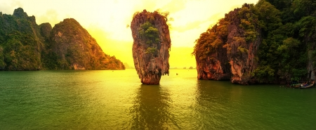 james: James Bond island sunset panoramic photography  Famous travel destination, Khao Phing Kan, Ko Tapu, Phang Nga Bay, Andaman Sea, Thailand  Exotic tropical nature landscape background Stock Photo