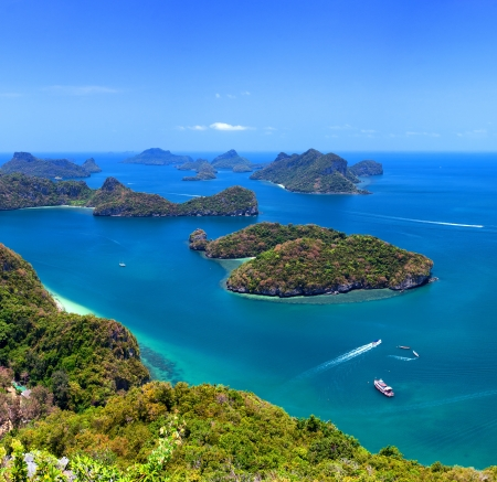 koś: Tropical island nature, Thailand sea archipelago aerial panoramic view  Ang Thong National Marine Park near ko Samui Stock Photo
