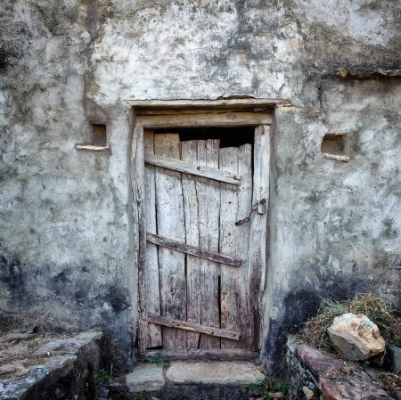 Grunge old door background texture on vintage retro building wall Zdjęcie Seryjne - 21232069