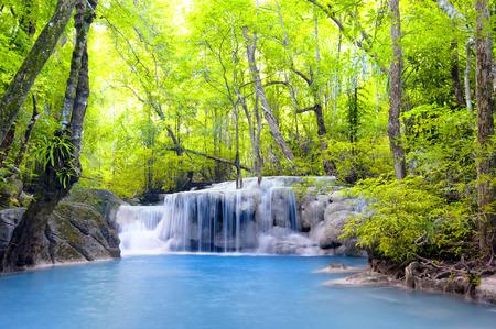 Cascade Erawan en Thaïlande Belle nature de fond Banque d'images - 29488577