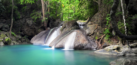 Beautiful nature background. Waterfall flows through tropical rainforest and falls into natural pond Banque d'images