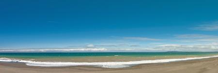 Long et vide côte plage de l'océan vue panoramique fond Banque d'images - 47250295