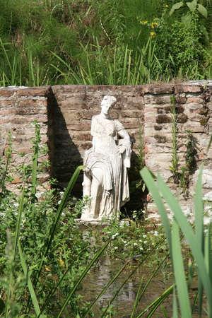 afrodita: Estatua de Afrodita del santuario. Parque arqueol�gico de Dion en Grecia