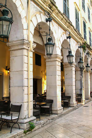 Liston street en la isla de Corfú. Grecia Foto de archivo