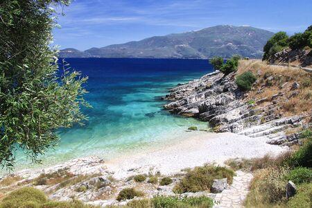 Wild beach with beautiful sea and white sand. Kefalonia, Greece Foto de archivo