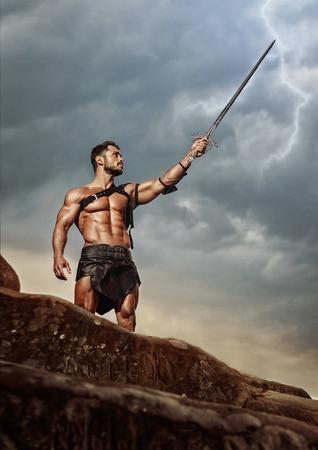 Jeune guerrier sur un sommet de montagne Banque d'images - 74438134