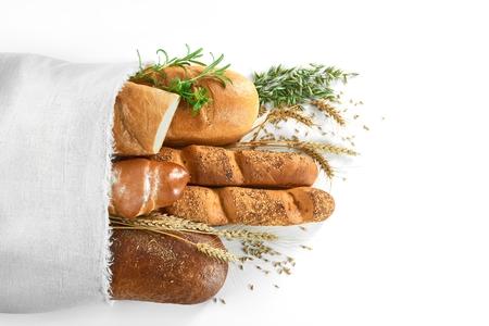 Geassorteerde broodjes geïsoleerd op wit