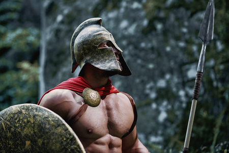 militaire sexy: Spartan warrior in the woods Banque d'images