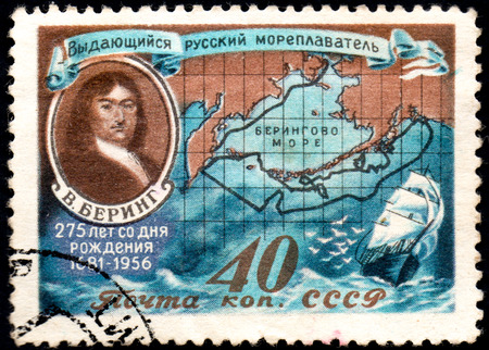 UKRAINE - CIRCA 2017: A postage stamp printed in USSR shows shows portrait of Bering and Routes of his Voyages, circa 1956 Éditoriale