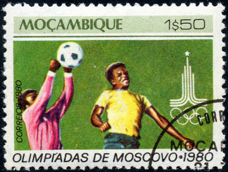 UKRAINE - CIRCA 2017: A postage stamp printed in Mozambique shows Football Soccer, from series Summer Olympic Games 1980, Moscow, circa 1980 Éditoriale