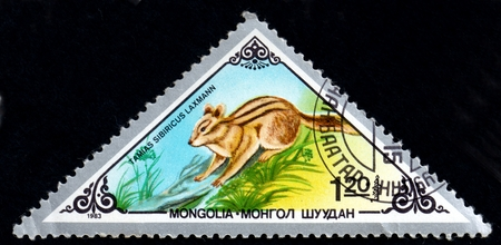 UKRAINE - CIRCA 2017: A postage stamp printed in Mongolia shows Chipmunk Tamias sibiricus, from series Various mammals, circa 1983 Éditoriale