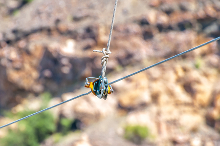 Equipment for safe trolling on a steel cable. Zipline. Banque d'images