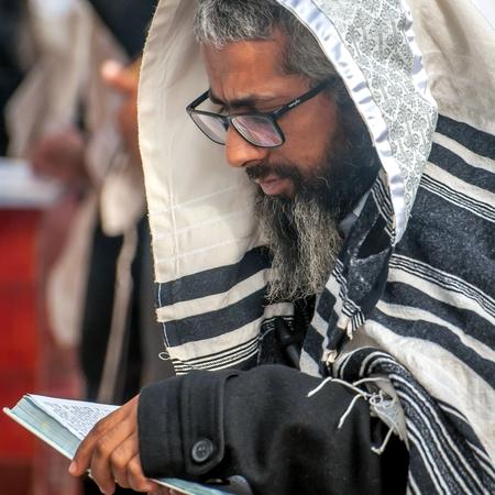 祈り。伝統的な服で Hasids 巡礼者。ウーマニ, ウクライナ - 2017 年 9 月 21 日: ロッシュ ha シャナ祭, ユダヤ人の新年。 報道画像