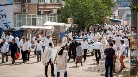 Hasids pèlerins en vêtements traditionnels. Uman, Ukraine - 21 septembre 2017: Rosh hashanah vacances, nouvel an juif. Éditoriale