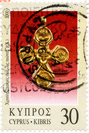 Ukraine - circa 2017: A postage stamp printed in Cyprys shows Jewelry - Golden Cross 6th-7th cent. A.D. series Definitive Issues - Cyprus 2000-2019, circa 2000 Éditoriale