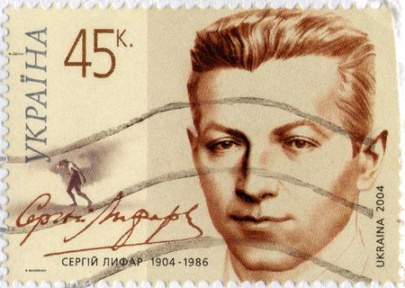 Ukraine - vers 2017: Un timbre imprimé en Ukraine montre Serhii Lifar, vers 2004