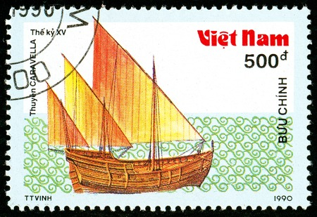 Ukraine - circa 2018: A postage stamp printed in Vietnam shows ship 15th - Century Caravel. Series: Ancient boats. Circa 1990. Éditoriale