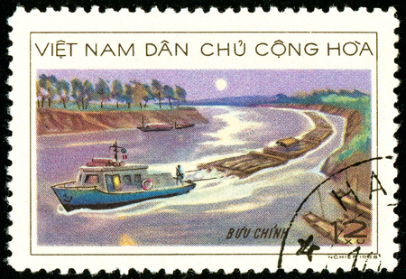 Ukraine - circa 2018: A postage stamp printed in Vietnam shows Wood transportation. Towage of the forest by river transport. Series: Timber Industry. Circa 1968. Éditoriale