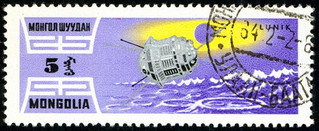 Ukraine - circa 2018: A postage stamp printed in Mongolia show Artificial earth satellite Lunik 1. Series: Exploration of the universe. Circa 1964. Éditoriale