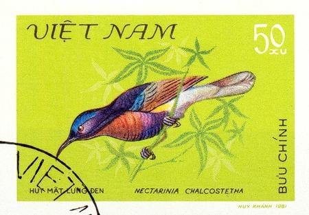 Ukraine - circa 2018: A postage stamp printed in Vietnam show bird Copper-throated Sunbird or Leptocoma calcostetha. Series: Birds. Circa 1981. Éditoriale