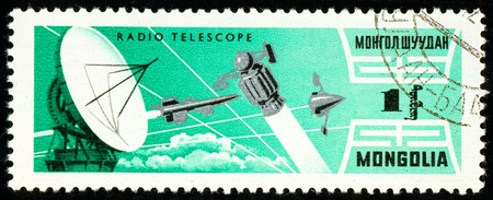 Ukraine - circa 2018: A postage stamp printed in Mongolia show Telescope and sputniks. Series: Exploration of the universe. Circa 1964. Éditoriale