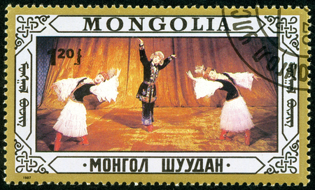 Ukraine - circa 2018: A postage stamp printed in Mongolia show Mongolian Folk dances. Series: Folklore. Circa 1987. Banque d'images - 94168104