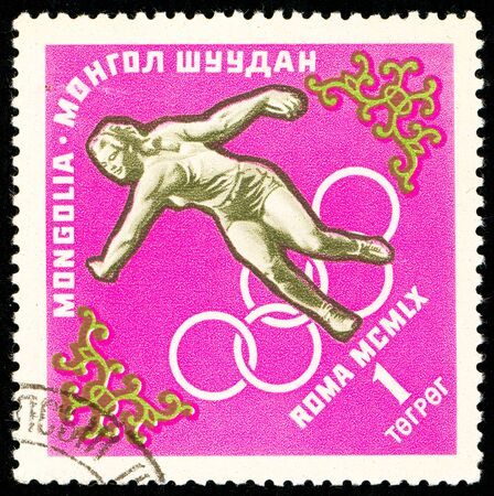Ukraine - circa 2018: A postage stamp printed in Mongolia show Discus throw. Series: Summer Olympics 1960, Rome. Circa 1960. Banque d'images - 94168106