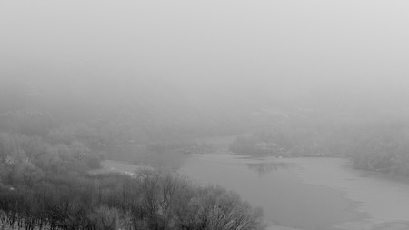 Landscape with a river in winter. Frost. Fog. The bushes are covered with hoarfrost. Soft focus Banque d'images