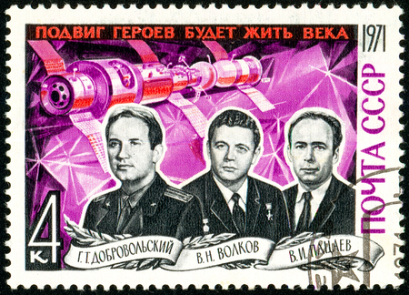 Ukraine - circa 2018: A postage stamp printed in Soviet Union, USSR shows portrait of cosmonauts Dobrovolsky, Volkov, Patsayev. They perished when returning to Earth. Circa 1971 報道画像