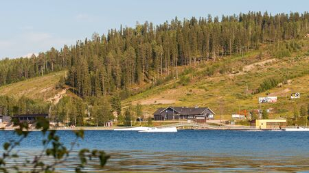 Finland - August 1, 2018. Ukkohalla Ski Resort is located in Central Finland, the Kainuu region. The most environmentally friendly air. A lake in the middle of a forest. Cozy picturesque cottages Éditoriale